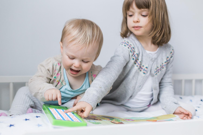 Barn lär sig läsa